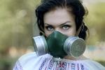 Молодежь в противогазах и вышиванках призывает продолжить дело убитого эколога