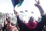 В годовщину убийства Каддафи демонстранты осаждают парламент Ливии