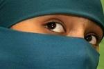За отказ надевать хиджаб учительница отрезала косы школьницам