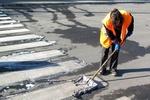 В Донбассе к приезду Колесникова швабрами вымыли асфальт