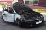 В центре Донецке на стоянке супермаркета сгорела Honda