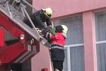 В Харькове пожарные чудом спасли ребенка из огня