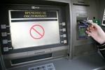 Первый в истории столицы Сибири пойманный кардер поставил на несколько банкоматов устройства, ворующие пароли.