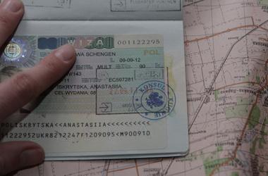 Янукович підписав закон, який вводить біометричні паспорти