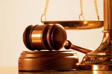 За смерть задержанного полицейский получил условный приговор