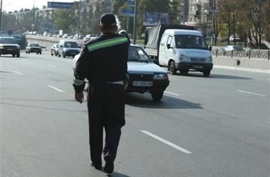 В Украине запретят летнюю резину зимой, а водителей заставят носить спецодежду