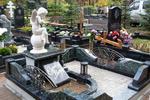 """Чтобы подготовиться к этому  """"событию """", посещают кладбища.  Особо смелые, приобретают здесь землю и живут спокойно до..."""