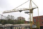 применяется при возведении одноэтажных промышленных, а также общественных и гражданских зданий.  Башенный кран.