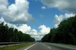 Дорога создается в рамках формирования международного транспортного маршрута и пройдет через: Санкт-Петербург, Москву...