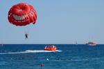 На Азовском море в шторм погибла девушка-парашютистка