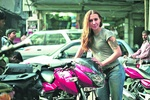 Украинка решила объехать весь мир на мотоцикле