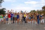На День Независимости в Одессу съехались люди-великаны, бегали на шпильках и устроили провокацию
