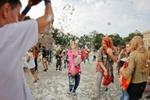 Во Львове сотни людей устроили подушечные бои