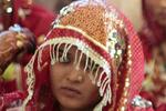 В Индии проституток научили распознавать фальшивые деньги при плохом освещении