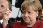 Азаров пригласил Меркель посетить Украину