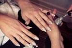 Келли Осборн сделала бриллиантовый маникюр за миллион долларов