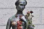 Туристы стерли грудь знаменитой веронской статуе Джульетты
