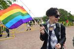 ОМОН задержал десятки участников ЛГБТ-акции в Петербурге