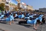 В Харькове на площади Свободы одновременно отжималось 715 человек