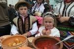 Во время этнофестиваля в столичном парке съели 300 литров борща