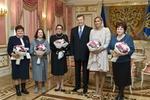 Янукович рассказал женщинами-героиням о евроинтеграции