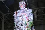 """В Донецке соорудили """"мусорного человека"""""""