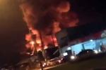 В Таиланде горит крупный супермаркет: облако дыма поднимается на километр в небо