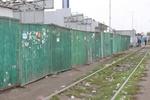 В Киеве возле метро массово строят незаконные ларьки