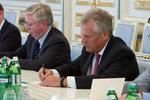 Кокс и Квасьневский посетят Украину 21-22 октября