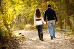 Ученые выяснили почему мужчины замедляются во время прогулки с девушкой