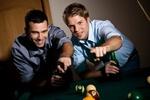Ученые выяснили, что мужчинам для счастья необходимы друзья
