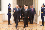 Пока Путин опаздывал на встречу глав СНГ, Лукашенко нервничал, а Янукович улыбался