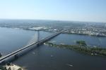 На Южном мосту в Киеве застряли фуры, возникла пробка