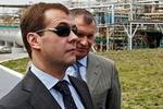 Медведев носит женские очки