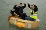 Британский художник переплыл пролив в тыкве