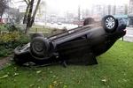 В Киеве на проспекте Победы на скорости перевернулось авто