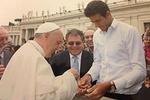 Теннисист дель Потро просит грабителей вернуть ему четки, подаренные Папой Римским