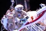 Космонавты с олимпийским факелом возвращаются на Землю