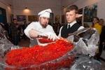 Под Киевом изготовили гигантскую рыбу из льда и красной икры