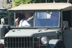 Шварценеггер покатал Кличко на армейском джипе