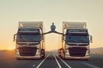 Ван Дамм взорвал интернет, сделав шпагат на двух движущихся грузовиках