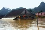 Во Вьетнаме от наводнения умирают десятки людей