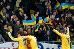Украина - Франция: на стадионе были и красно-черные флаги, и файеры