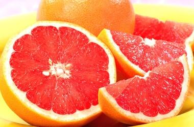 <p>Один грейпфрут обеспечит суточную потребность организма в витамине С. Фото: pankreatit.saharniy-diabet.com</p>