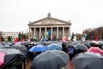 В Тернополе на Евромайдан привезли доски и чай, а митингующим разрешили поспать в театре