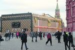 Чемодан Louis Vuitton съезжает с Красной площади