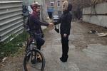 В Днепропетровске рыцари на велосипедах бесплатно проводят домой трезвых девушек и забирают детей из кружка