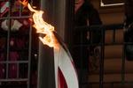 ЧП с олимпийским огнем: во время эстафеты загорелся факелоносец