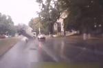 В Днепропетровске на новой дороге образовалась пропасть