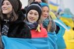 Участники Евромайдана во Львове создали живую цепь до границы с Евросоюзом